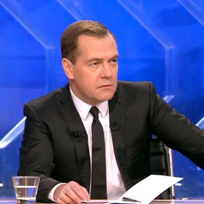 Медведев призвал правительство работать максимально внимательно и слаженно