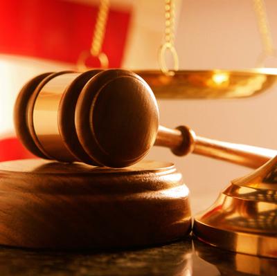 Суд обязал возбудить уголовное дело против президента Украины