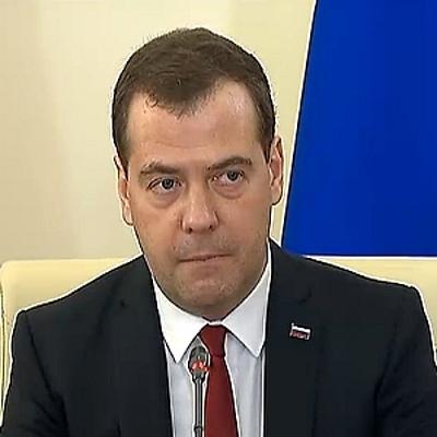 Медведев посмотрел, как работает фельдшерско-акушерский пункт в Ступине Воронежской области.
