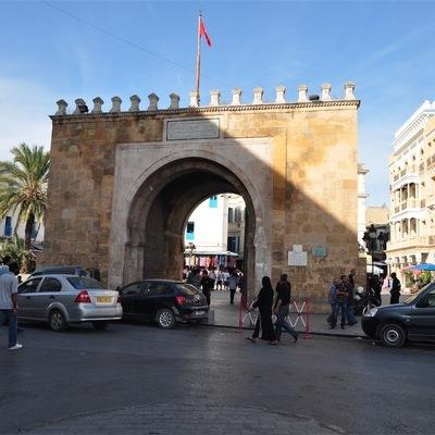 Британские туристы захвачены сотрудниками отеля в Тунисе