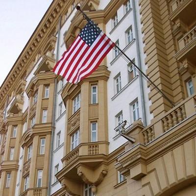 В Москве у входа в посольство США убрали парковку для американских дипломатов