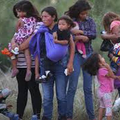 Около 500 детей мигрантов в США воссоединились с семьями