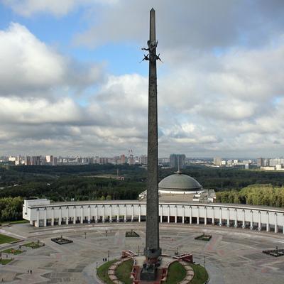 Около 6 тысяч человек просмотрели световые шоу на фасаде Музея Победы на фестивале