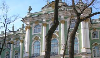 Зимний дворец со стороны Дворцовой площади. Архитектор Б.Растрелли. В 1917году – госпиталь и официальная резиденция царя, затем – Временного правительства.