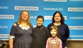 Вика Свичкаренко  и Соня Фирсова  и их преподаватель Елена Дмитриевна Иванова, ведущая Ирина Ушанова.