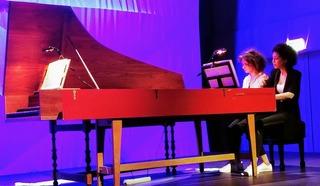 Анна Кискачи и Анастасия Антонова за роялем. Фото Людмилы Осиповой