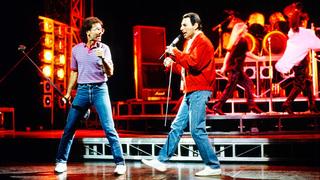 """Британский певец Фредди Меркьюри в мюзикле Дейва Кларка """"Time"""" в лондонском Dominion Theatre (14 апреля 1988)"""