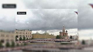 На Красной площади прошла торжественная церемония развода пеших и конных караулов Президентского полка. Это одна из самых красочных и зрелищных церемоний, закрепленных в воинских уставах ещё с петровских времен