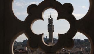 Флоренция с колокольни Джотто(1334-1359 годы)…В центре – башня  Палаццо Веккио высотой 94 метра, 1310 год с часами 1667 года.