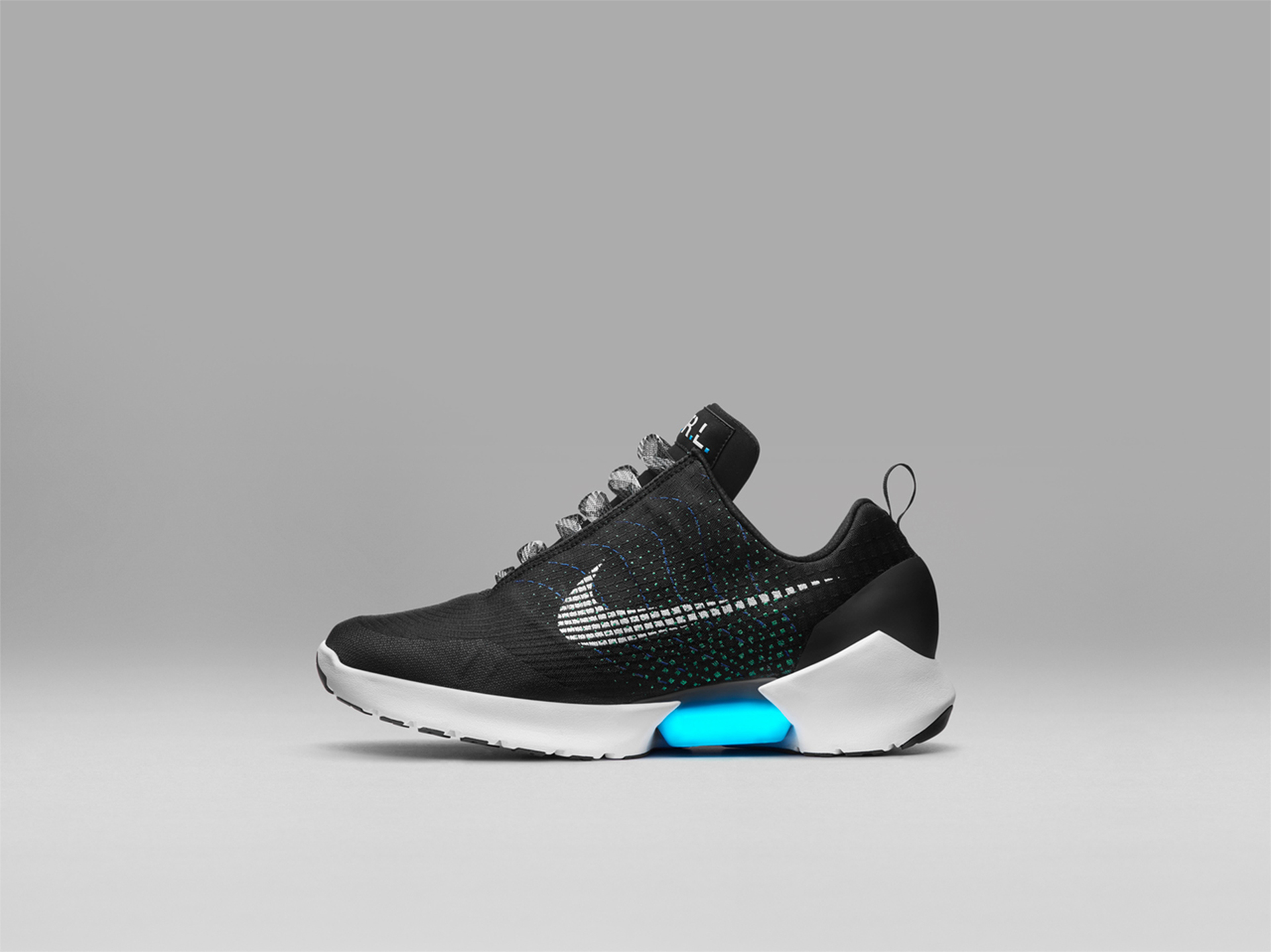 cd35def3a4afc Самозашнуровывающиеся кроссовки Nike выходят в продажу