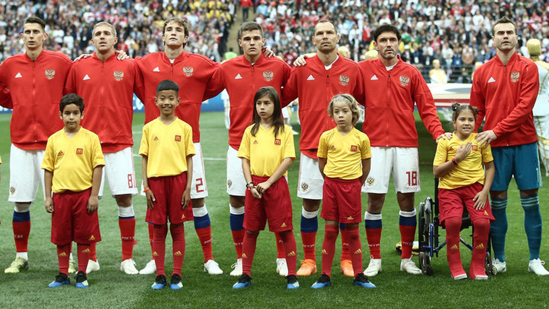 Российская девочка встала с инвалидной коляски перед матчем Россия – Саудовская Аравия