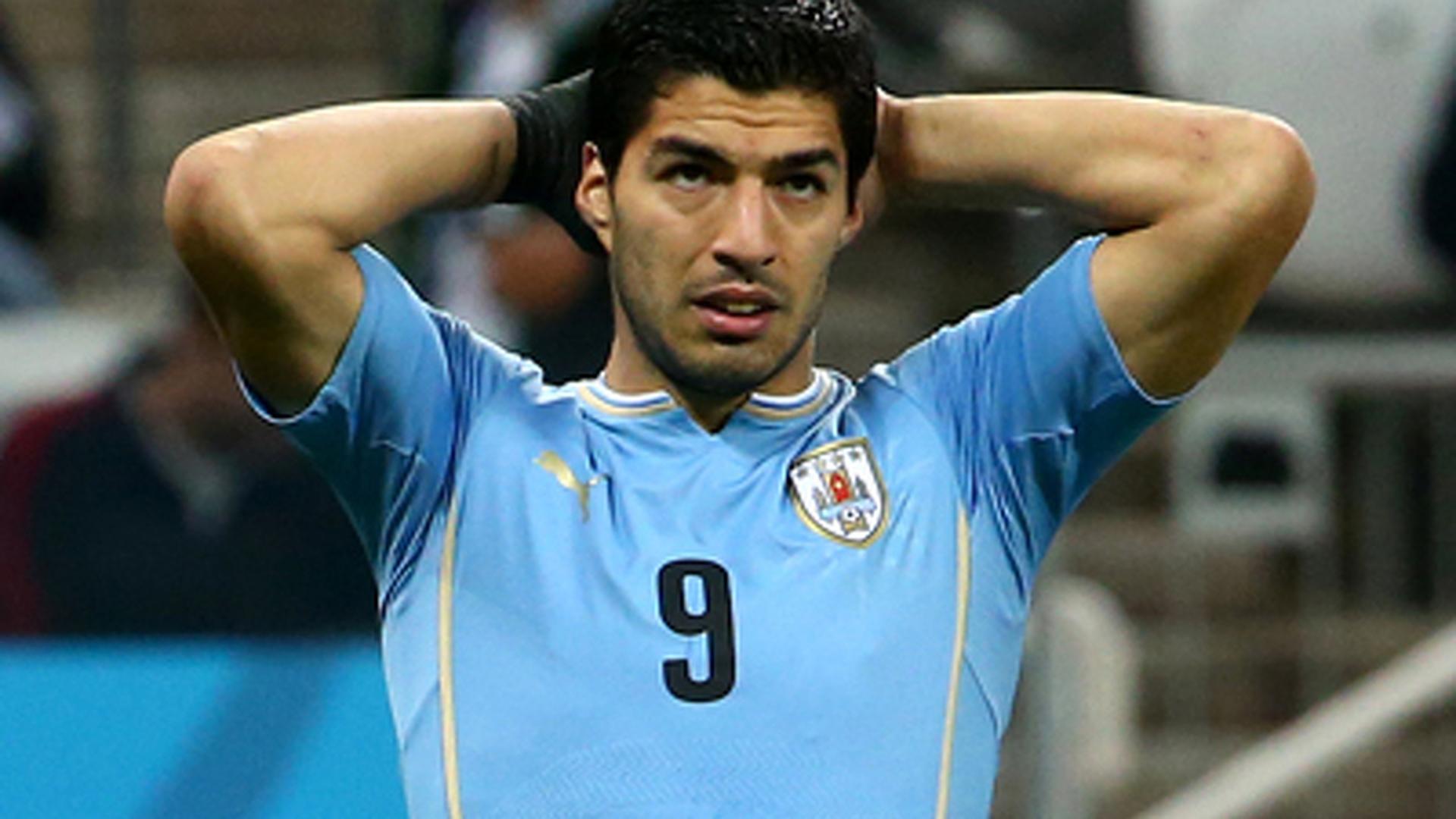 Суарес вывел сборную Уругвая в 1/8 финала