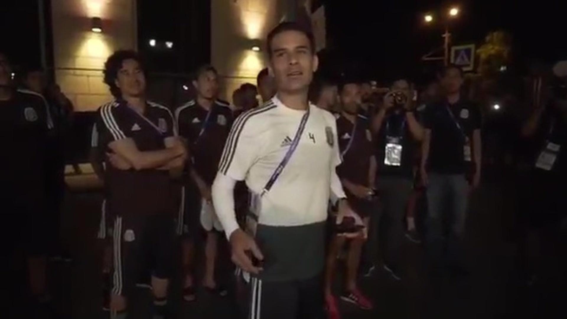 Мексиканские футболисты отчитали своих болельщиков за ночную поддержку
