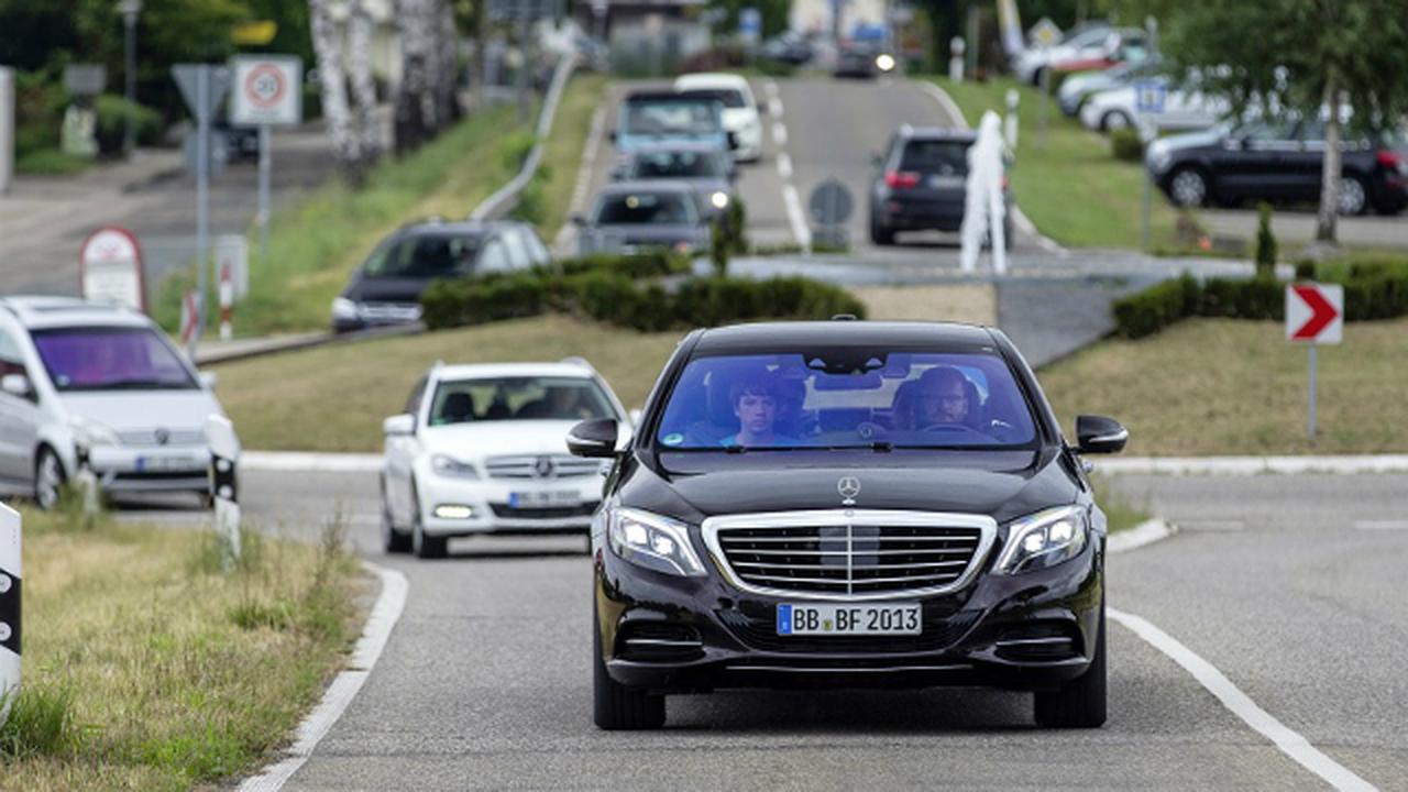 Автомобили Mercedes перейдут на полный автопилот