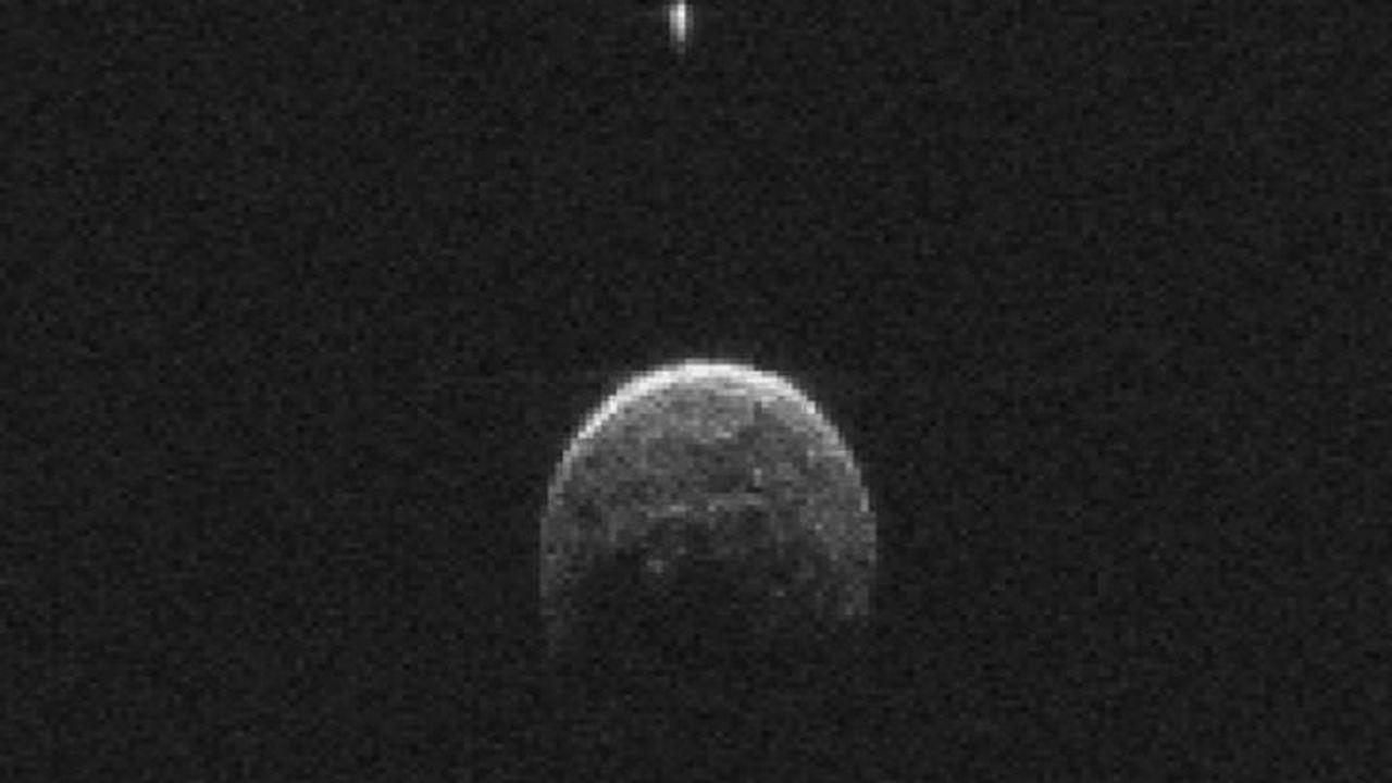 Землю облетел уникальный астероид с собственным спутником