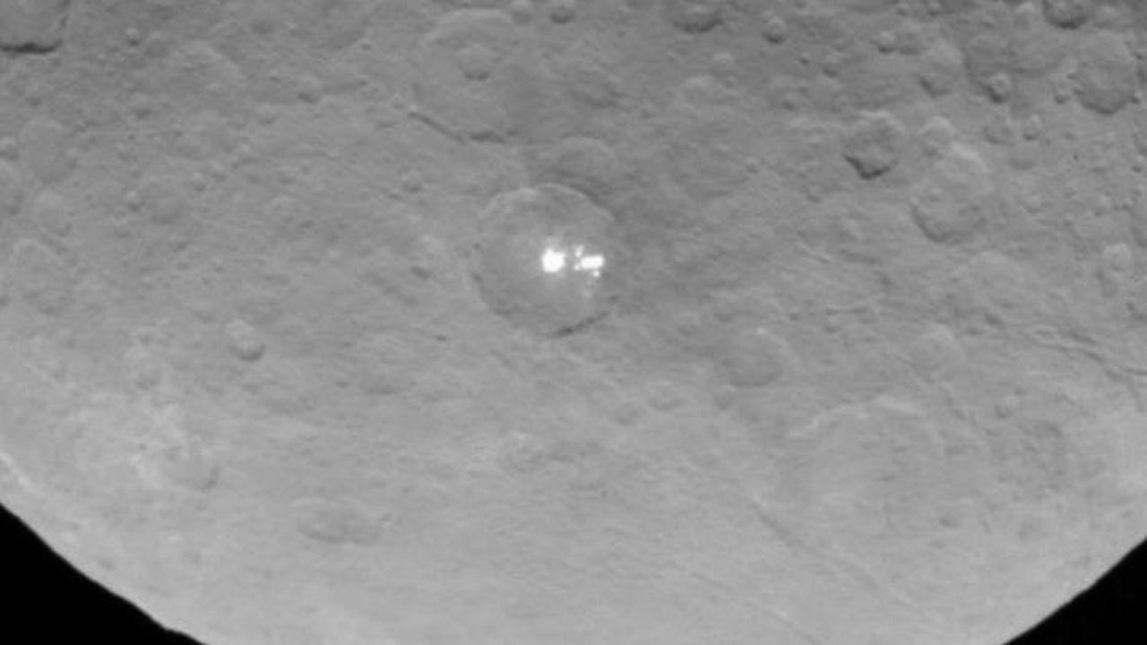 Получены максимально чёткие снимки белых пятен на Церере