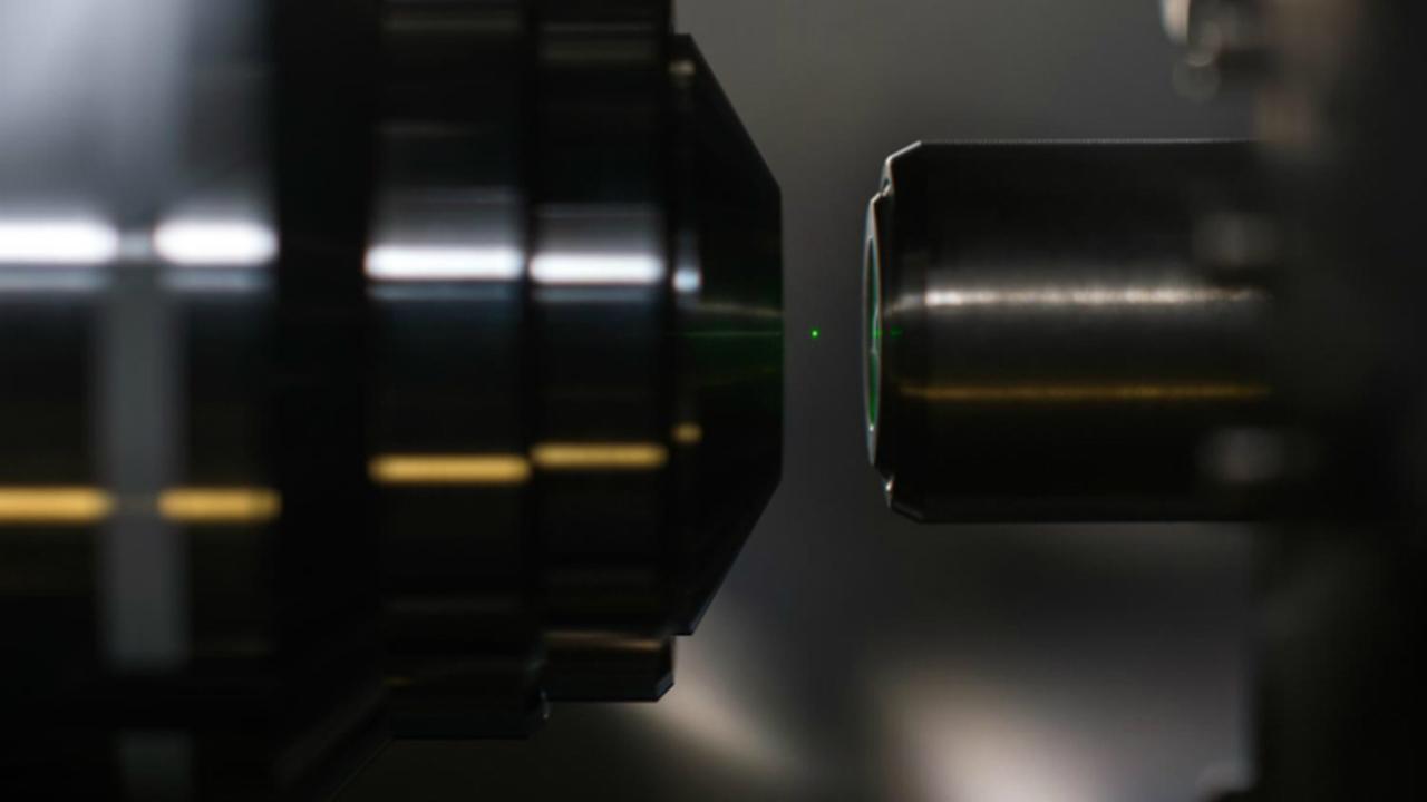 Лазер заставил наноалмазы левитировать в вакууме