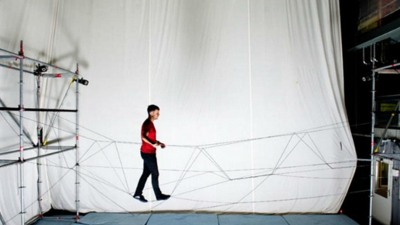 Беспилотники самостоятельно свили из верёвок висячий мост