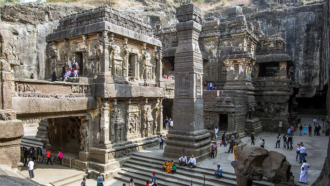 Буддийские храмы Эллоры: 1500 лет под защитой конопли