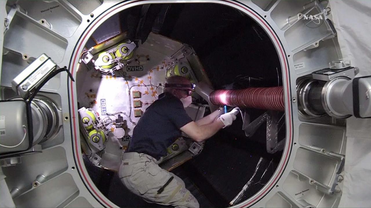 Бортинженеры МКС впервые вошли в модуль BEAM