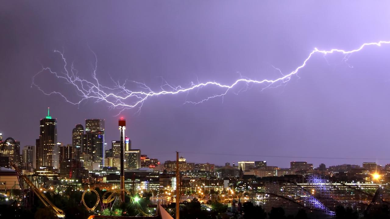 Небеса американского штата Оклахома осветила рекордная молния