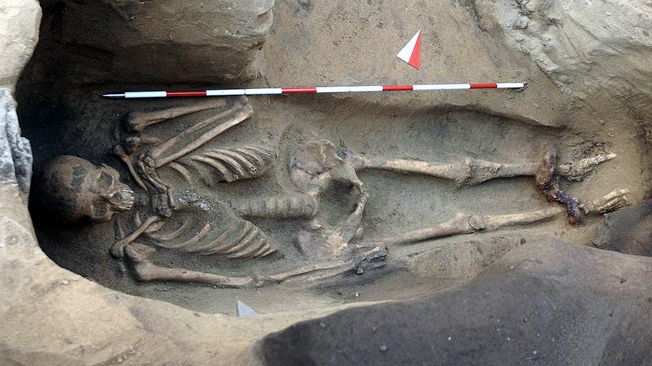 Темная сторона этрусков: в Популонии нашли уникальное захоронение юноши в железных оковах