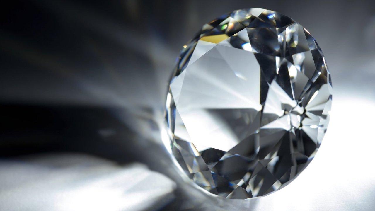 """Два решения в одном: физики представили """"вечную"""" алмазную батарею, созданную из радиоактивных отходов"""