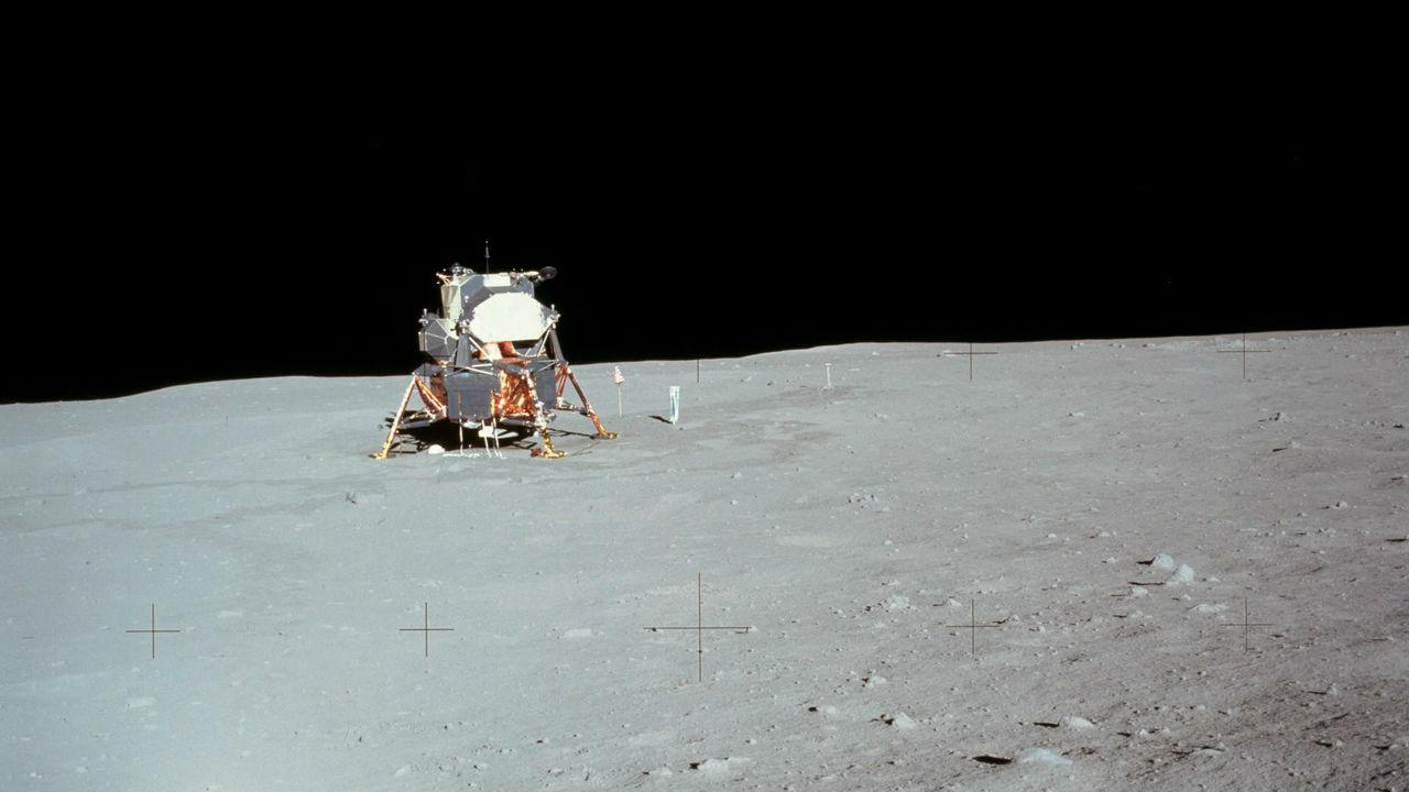 Специалисты НАСА: Луна имела плотную атмосферу, включавшую водяной пар