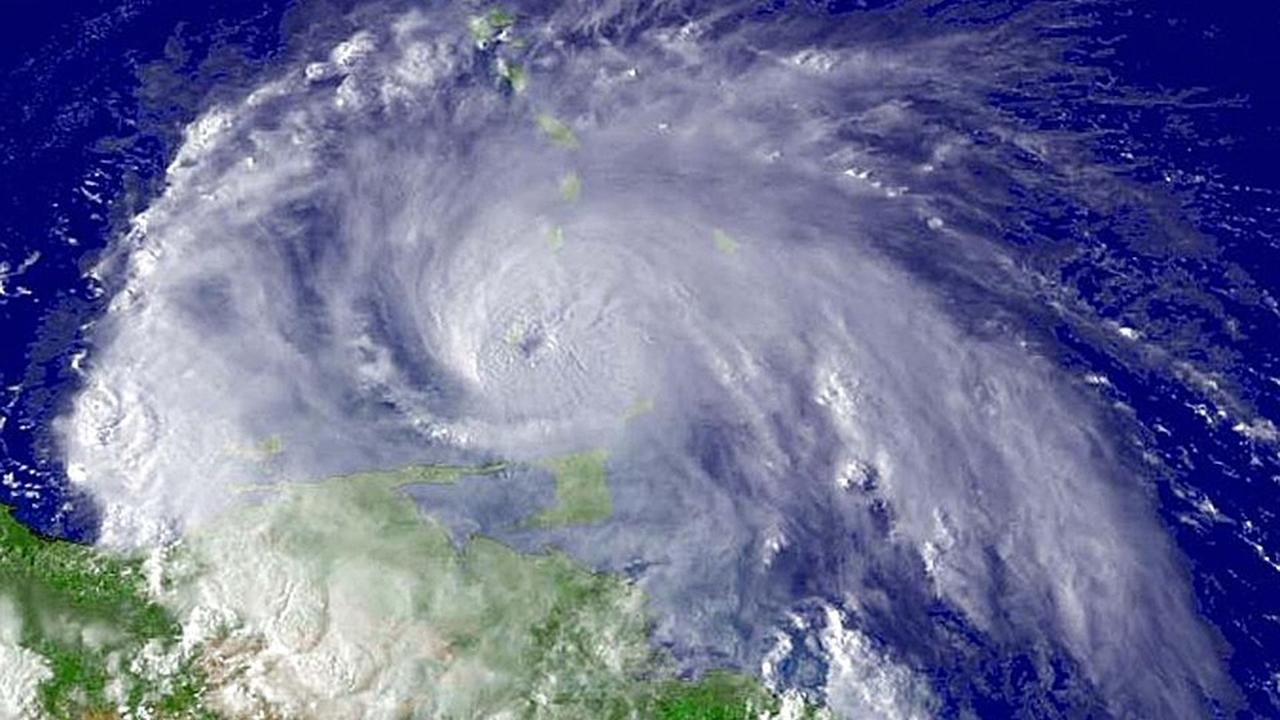 """Подавить зарождающийся в океане ураган поможет """"пузырьковая завеса"""""""