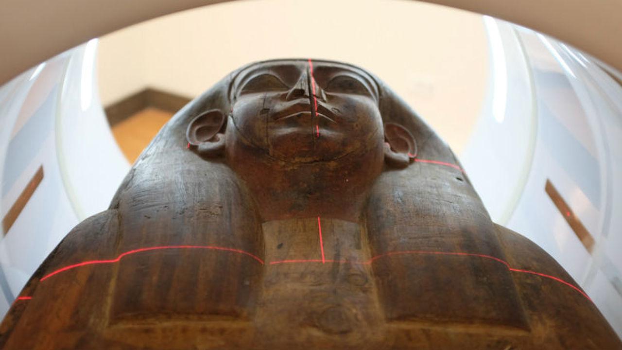 Кураторы музея нашли мумию внутри египетского саркофага, считавшегося пустым