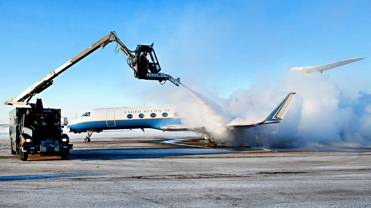 Борьба с обледенением самолётов и прочей техники выходит на новый уровень