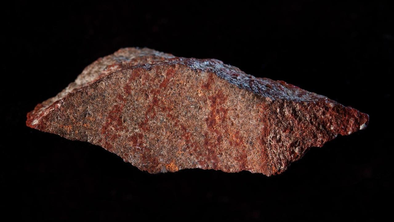 В африканской пещере найден древнейший рисунок, сделанный человеком