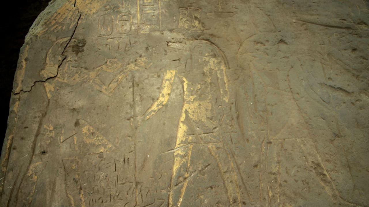 В Египте нашли две стелы с иероглифами и рисунками