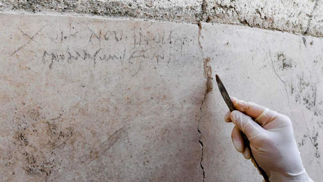 """Обжорство меняет историю: """"последний день Помпеи"""" случился не в августе, а в октябре"""