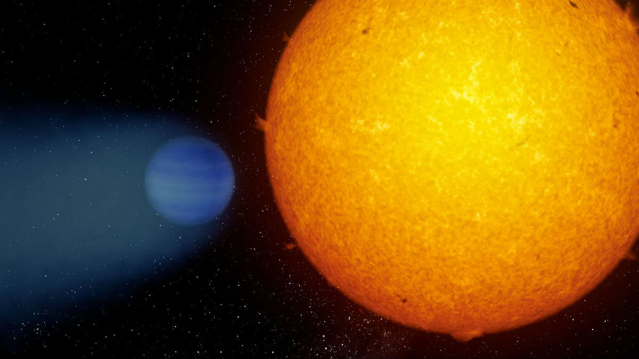 У гигантской экзопланеты обнаружился хвост из гелия