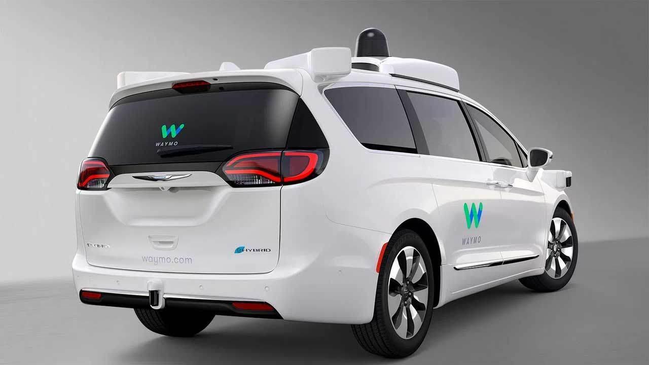 """Waymo построит фабрику по превращению """"неумных"""" машин в автономные"""