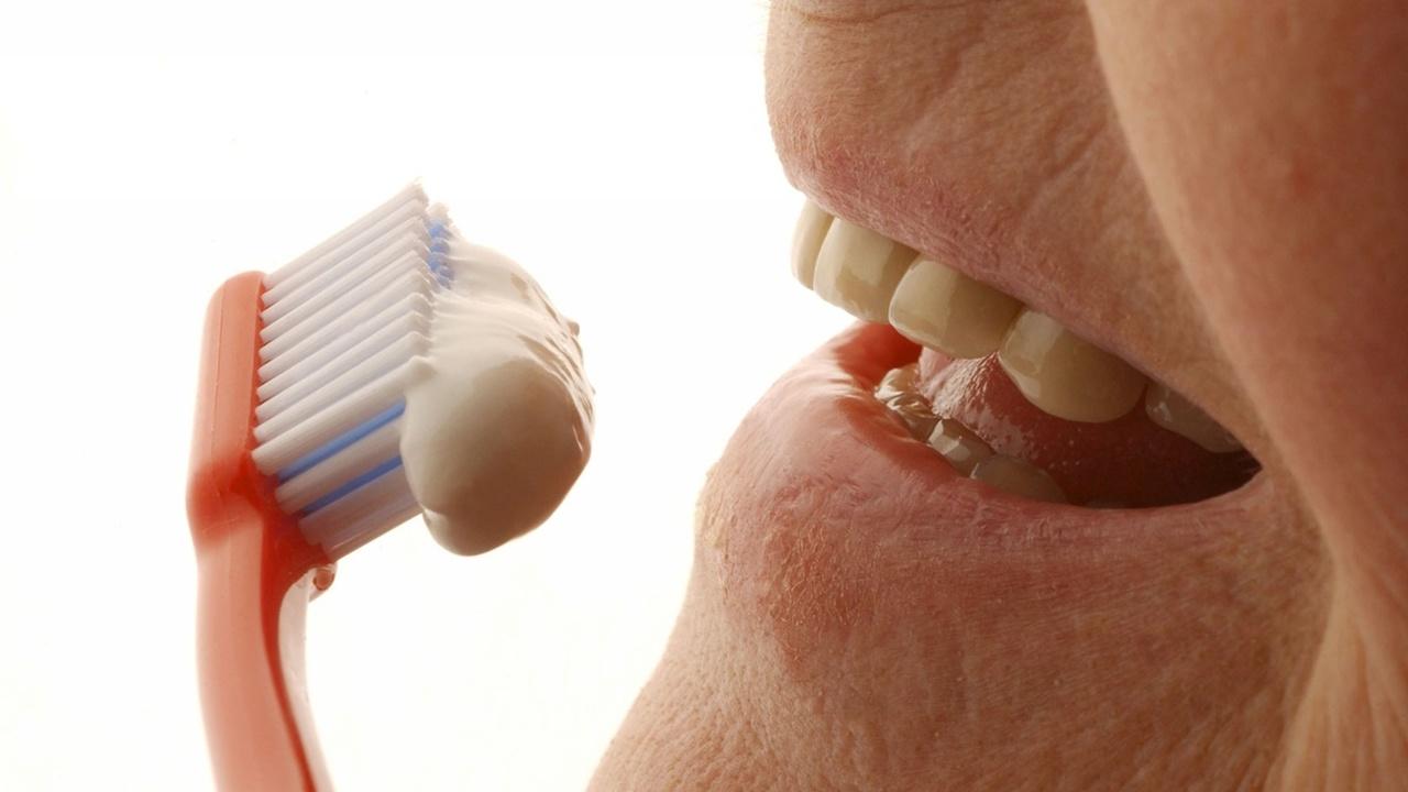 Болезнь Альцгеймера могут провоцировать патогены из полости рта