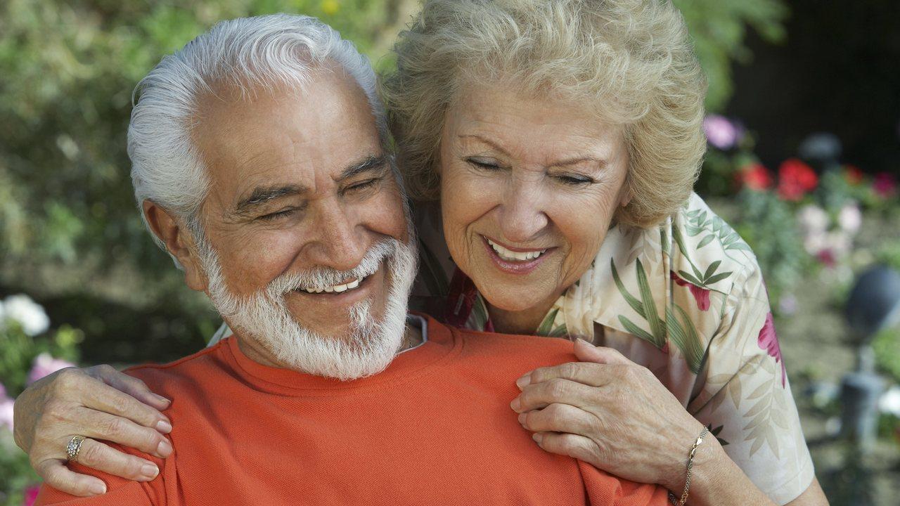 В чём сила? Найдены важные отличия женатых пожилых людей от холостых