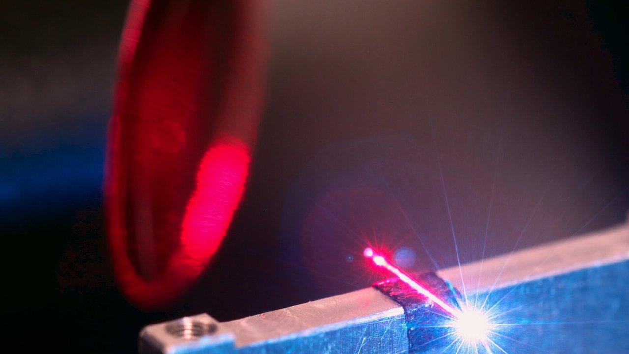 Излучение Хокинга впервые воспроизвели в оптическом диапазоне