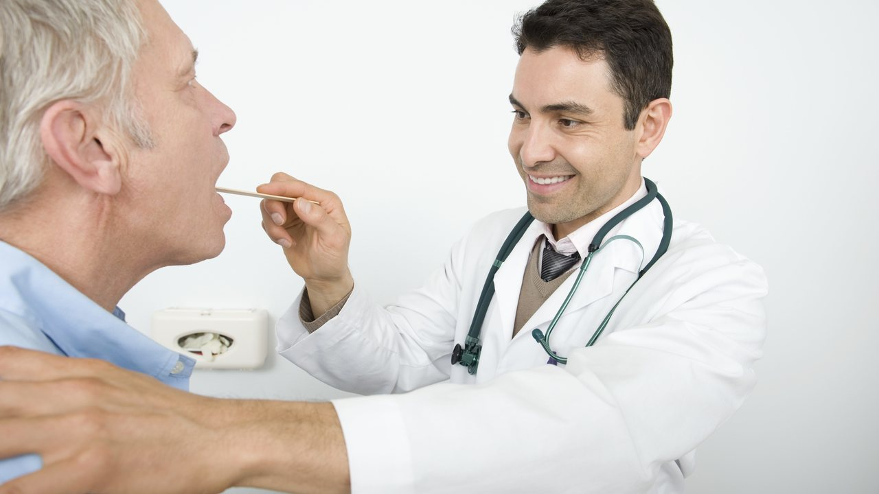 Бактерии языка своевременно укажут на один из самых опасных видов рака