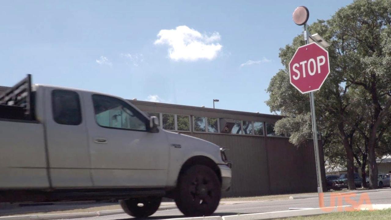 """""""Умный"""" дорожный знак STOP подаст сигнал невнимательному водителю"""