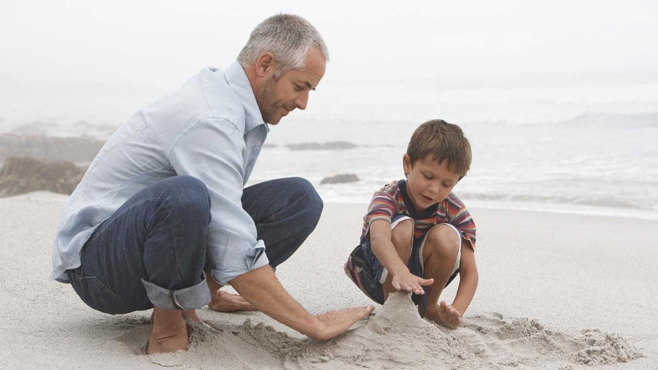 Риски позднего зачатия: пожилые отцы подвергают опасности здоровье ребёнка и его матери