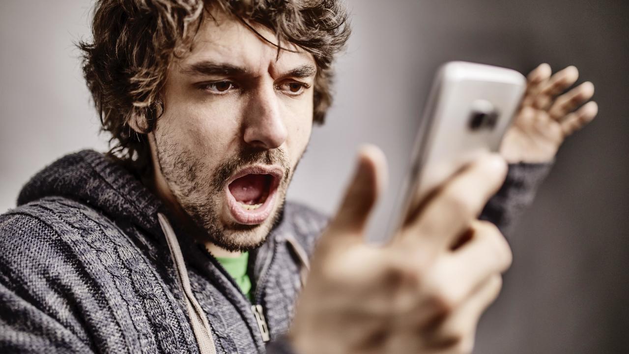 Зависимость от смартфонов связали с большим количеством сексуальных партнёров и злоупотреблением алкоголем