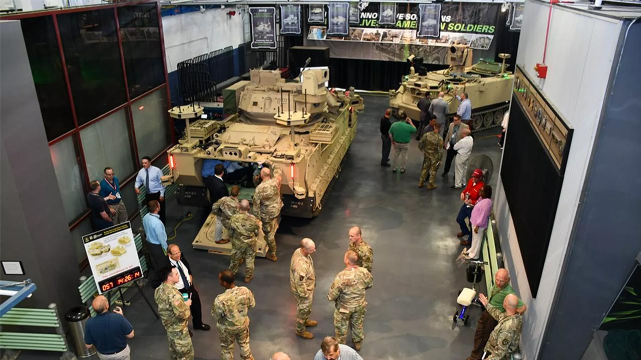 Армия США протестирует роботизированные бронетранспортёры