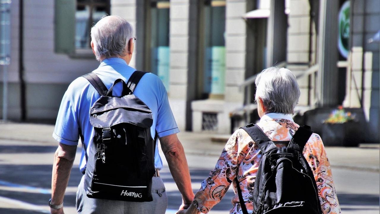 """Учёные объяснили, почему Альцгеймер """"любит"""" женщин больше, чем мужчин"""