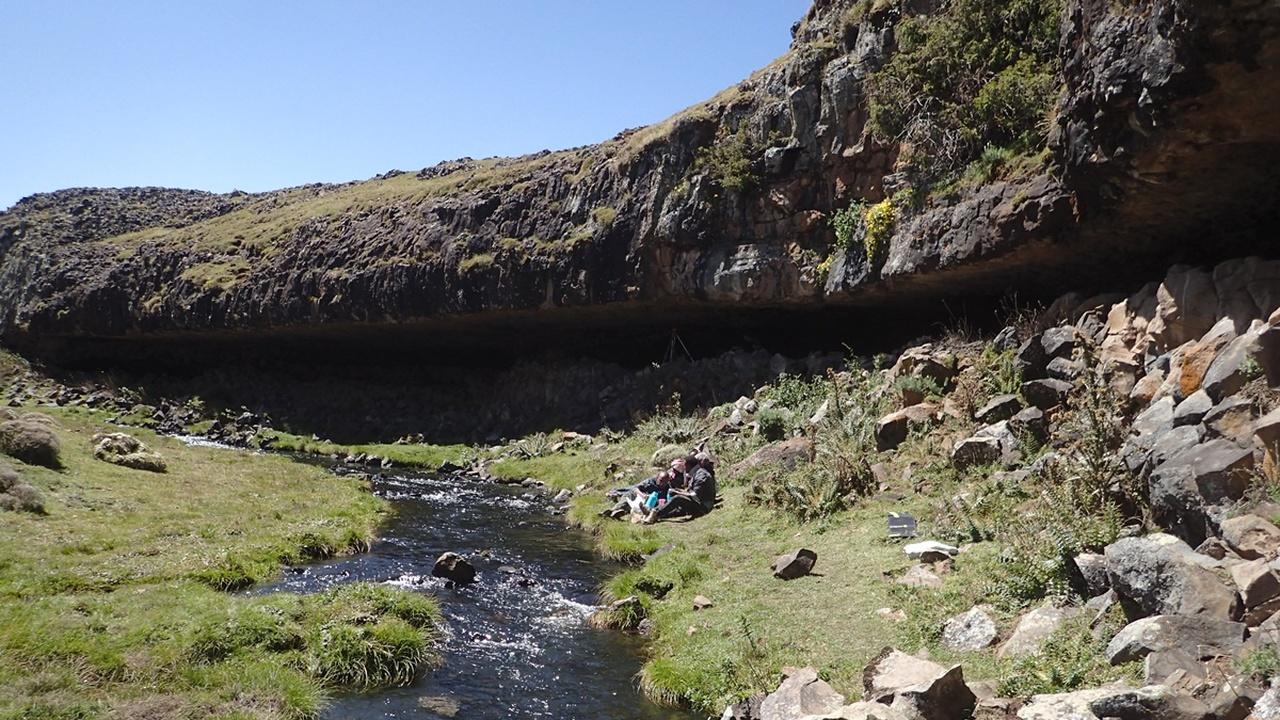 Каменный приют: в Эфиопии найдено древнейшее пристанище людей, поселившихся в горах
