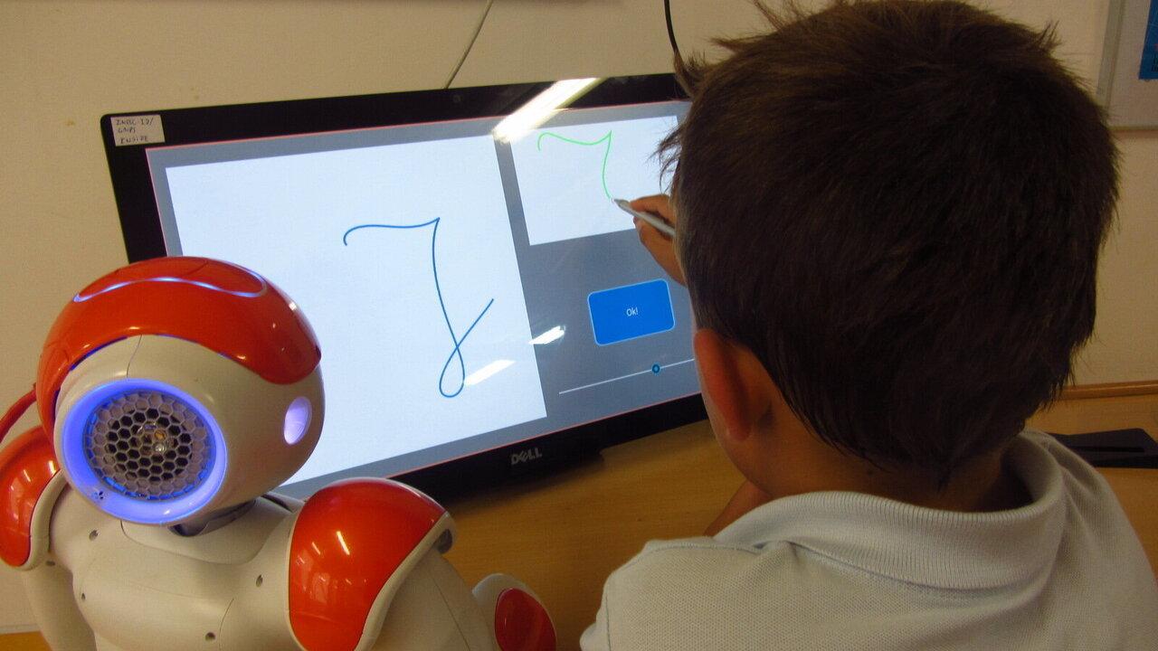 Дети смогут улучшить свои навыки письма, обучая робота