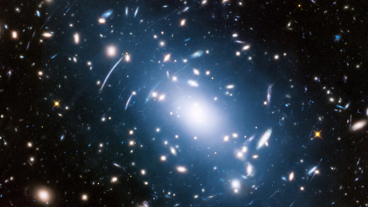Найдено самое массивное из далёких скоплений галактик