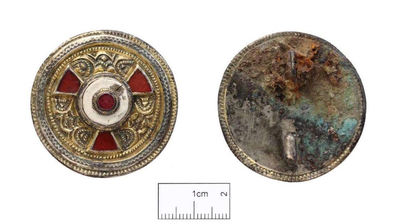 Короли, святые и женщина с брошью: загадка уникального захоронения в Кентербери