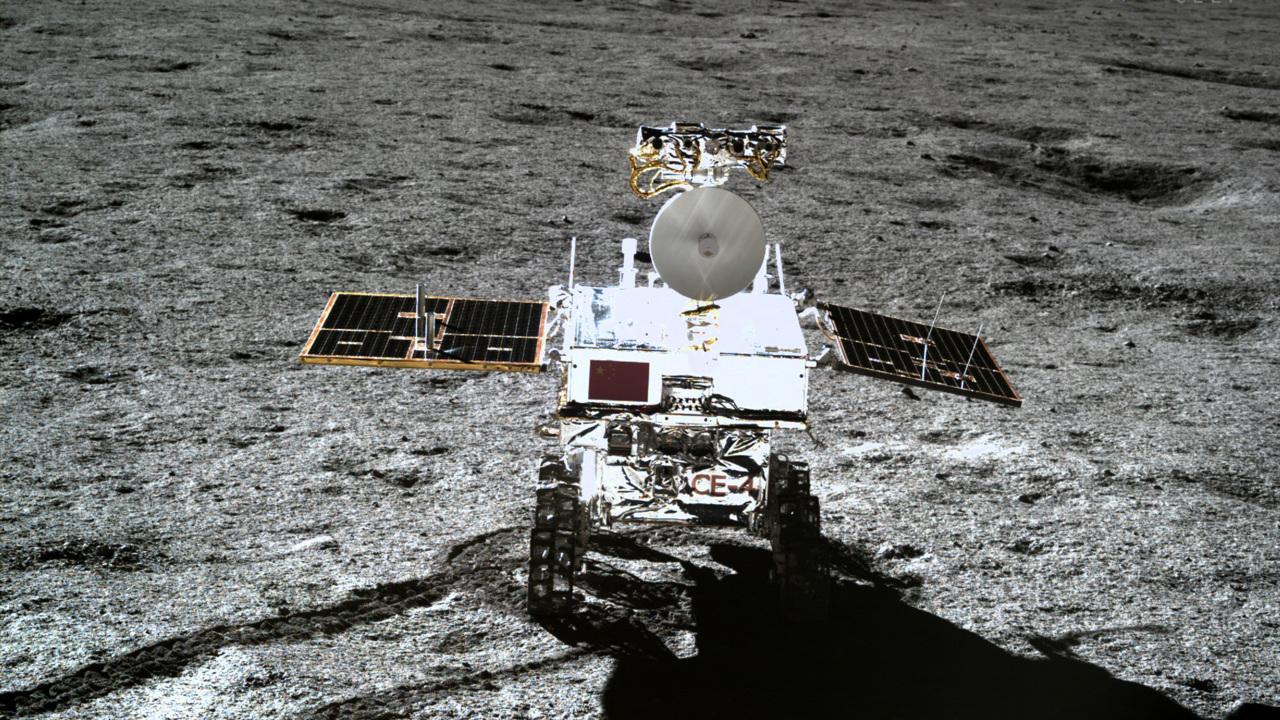 Китайский луноход побил рекорд длительности работы на поверхности Луны
